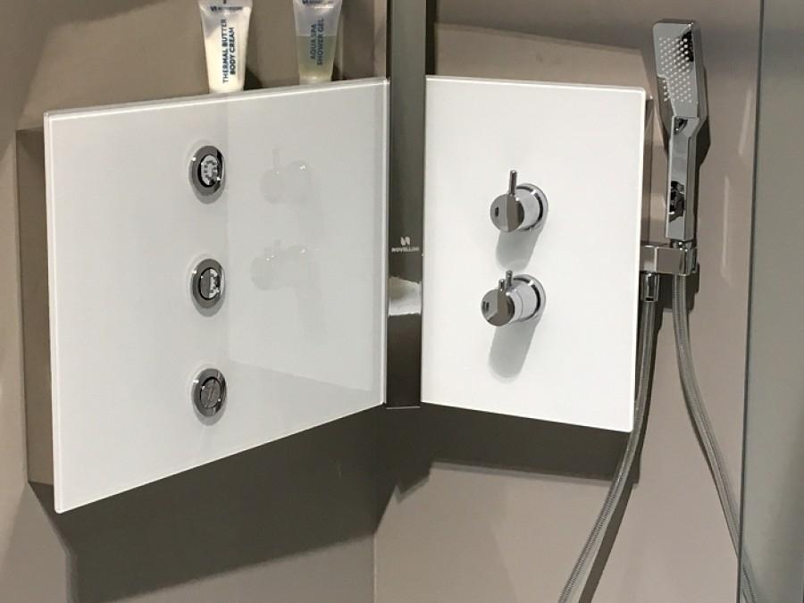 colonne de douche sint thermostatique blanc novellini. Black Bedroom Furniture Sets. Home Design Ideas
